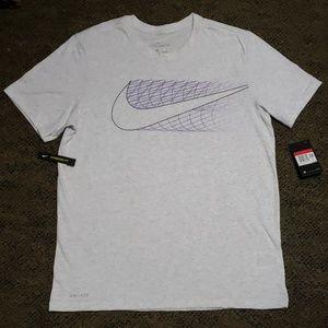 Mens Nike short sleeve shirt.